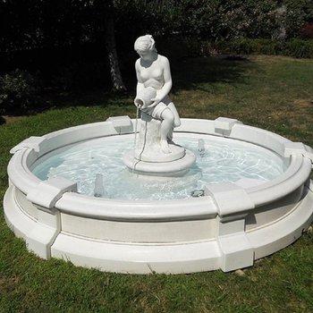Sierlijke Tuinfontein Genova met beeld van Venus Gioventù als centraal middelpunt