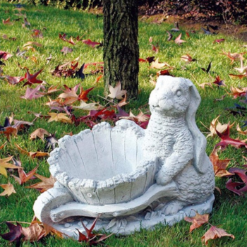 Tuinbeeld Konijn met kruiwagen